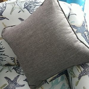 """NWOT.  Sofa or Chair Pillow 19"""" Square"""